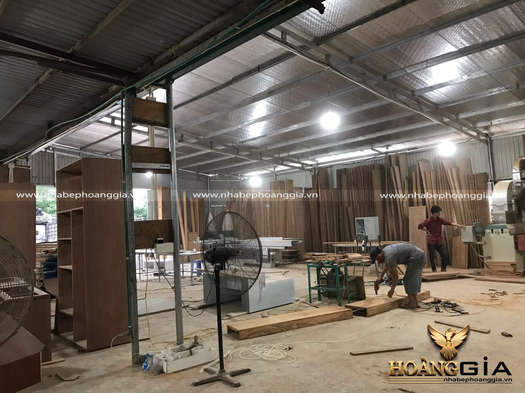 địa chỉ xưởng sản xuất tủ bếp gỗ tự nhiên